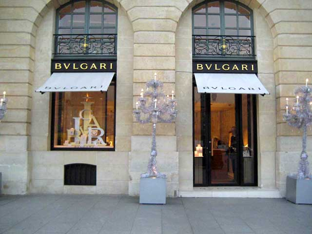 Ювелирный бутик Bvlgari на площади Vendome в Париже