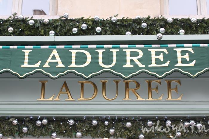 Вывеска кондитерской Laduree