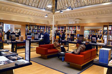 Старейший парижский универмаг Le Bon Marche, книжный отдел