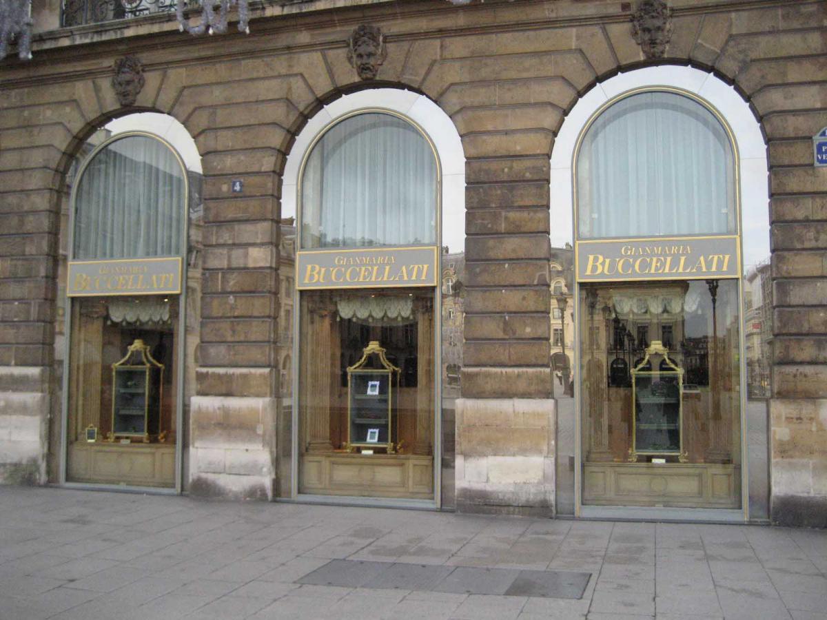 Ювелирный бутик Buccellati на площади Vendome в Париже