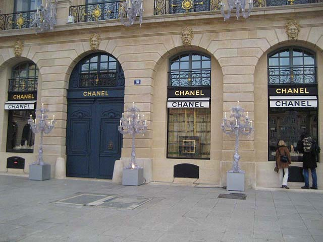 Ювелирный бутик Chanel на площади Vendome в Париже