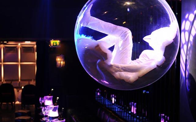 Ультра модный yочной клуб Матиньон в Париже