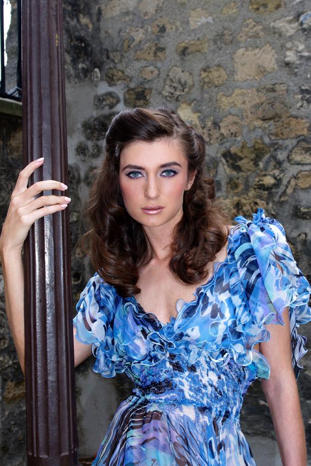 Аня в голоубом платье Alexandra Dal Farra