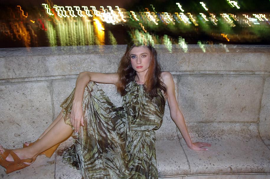 Аня в платье цвета хаки Alexandra Dal Farra