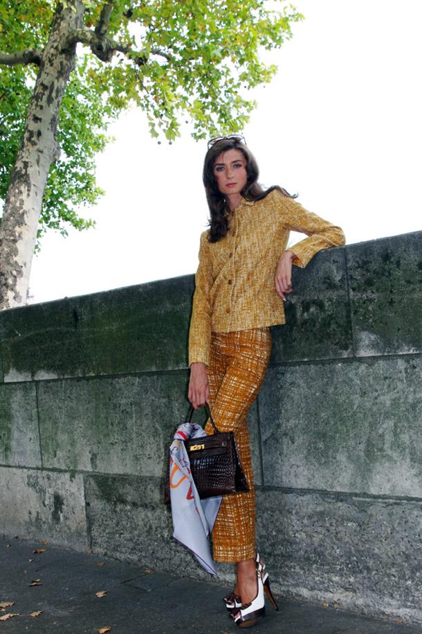 Аня с винтажной сумкой Келли