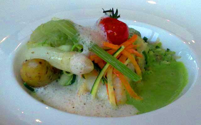 гастрономический ресторан Вербуа в Шантийи: филе трески с пюре из зеленого горошка под ореховым соусом