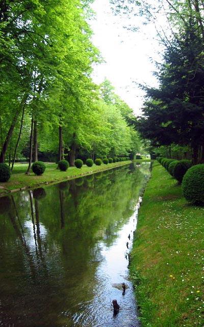 Замок Шантийи (Chantilly), канал в парке
